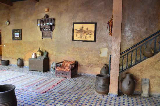 Kasbah Tizimi: Lobby decor