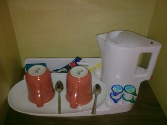 Holiday Inn Express, Ramsgate - Minster: tea & coffee facilities in room.