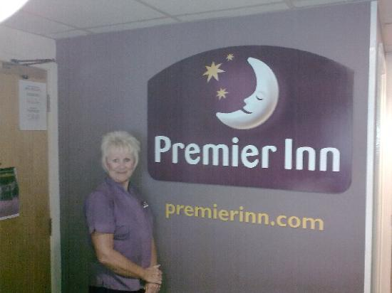 Premier Inn Gloucester (Little Witcombe) Hotel : Premier Inn receptionist. (warm welcome).