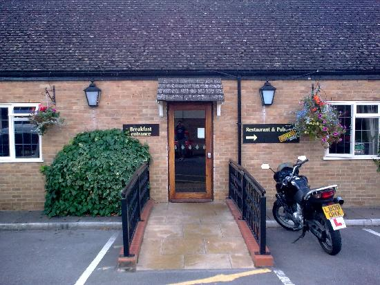 Premier Inn Gloucester (Little Witcombe) Hotel: Twelve Bells,restaurant/breakfast entrance.