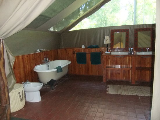 Governor's Camp: our bathroom