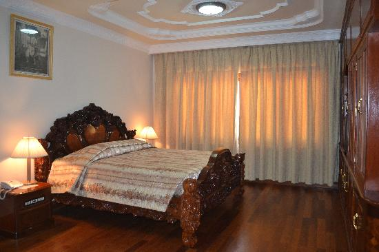 City Angkor Hotel: spacious room & comfort bed
