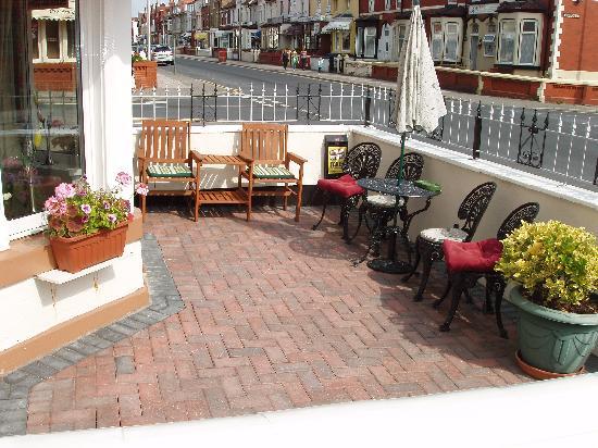 Hotel Libra : patio area