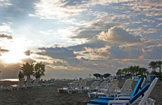 Titanic Beach Lara Hotel: Hotelstrand