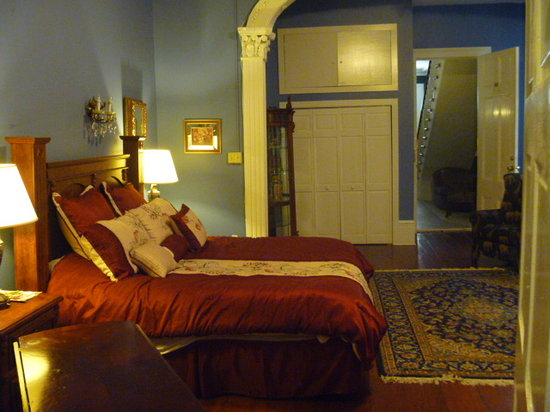Rathbone Mansions: Bed and Closets