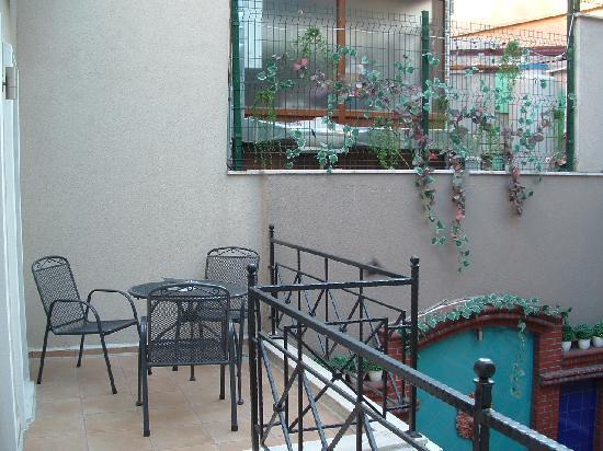 Hotel Seraglio: Quiet balcony overlooking courtyard