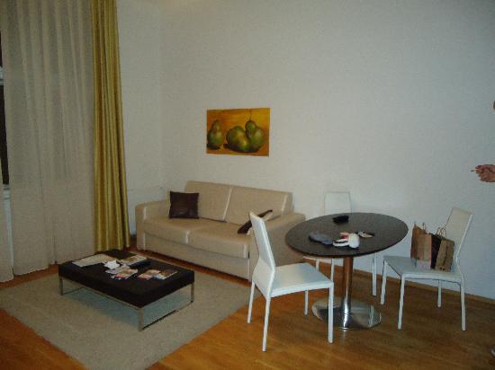MyHouse Apartments: salone