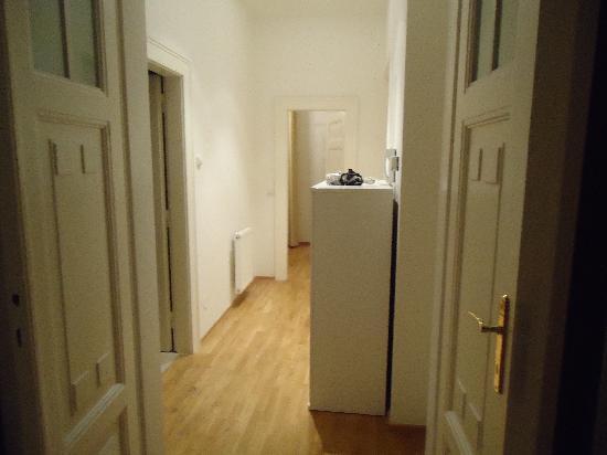 MyHouse Apartments: corridoio
