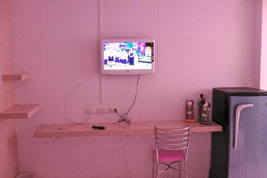 Kriss Residence: Brand-new fridge and television