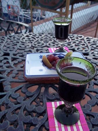 Al Son de los Santos: Un buen vino antes de partir...