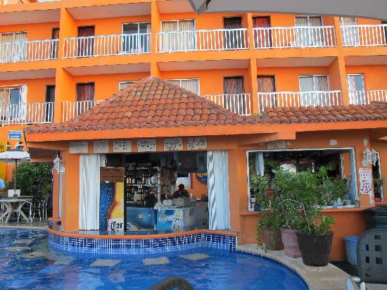 Swim up bar behind Barracuda