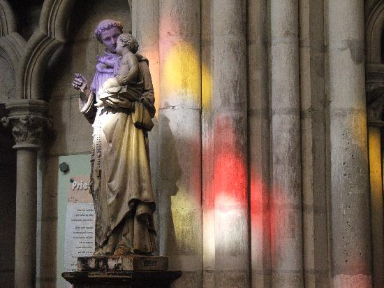 Saint-Denis, Francia: Stained glass effects
