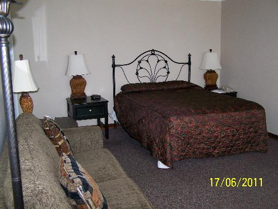 Ecola Creek Lodge: Spacious room