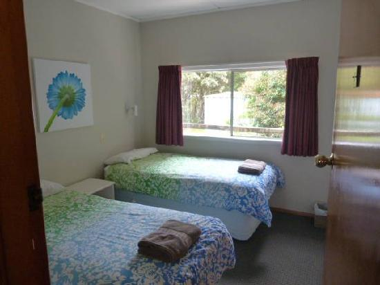 TripInn Hostel, YHA Westport: two twin beds