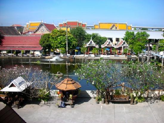 Queen's Garden Resort at River View: water