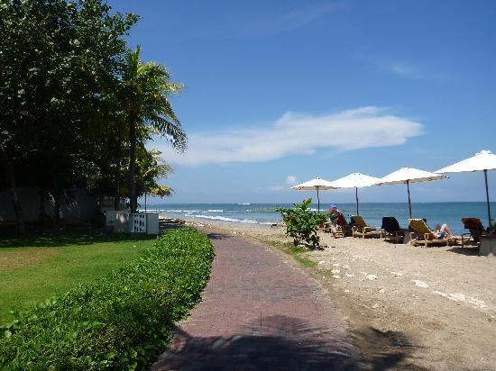 บาหลี การ์เด้น บีช รีสอร์ท: beach view