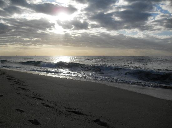 The Ridge at Playa Grande: Beach behind the resort - no vendors here