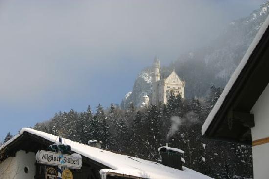 Hotel Helmerhof: Neuschwanstein on a foggy morning