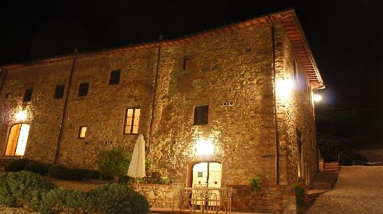 Relais Villa Olmo: The villa at night