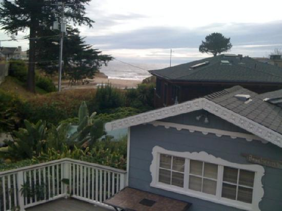 Ocean Echo Inn & Beach Cottages: deck view