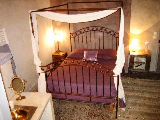 La Pousada: Antique style bedroom called Chambre Cumin, very glam