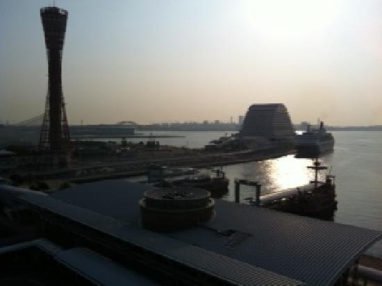 Hotel La Suite Kobe Harborland: バルコニーから(夕方)