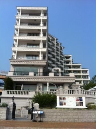 ホテル ラ・スイート神戸ハーバーランド, 外観(レストラン側入口)