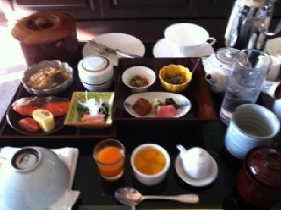 Hotel La Suite Kobe Harborland: 和定食(ルームサービス)