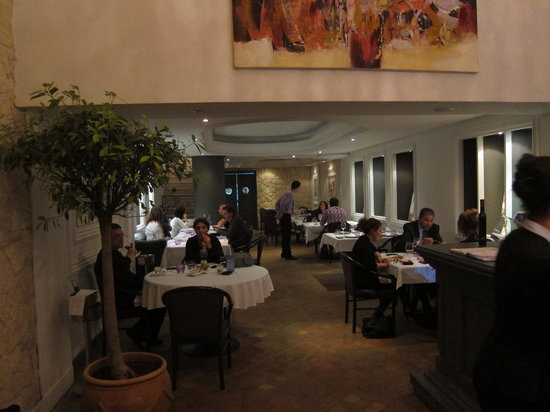 La Maison du Gourmet: Main floor dining.