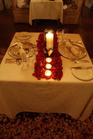 andBeyond Ngorongoro Crater Lodge: Rose Petal Dinner