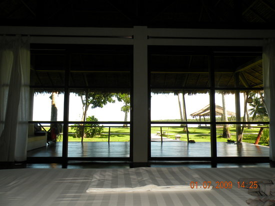 Kalinaw Resort: View of the sea from our bed
