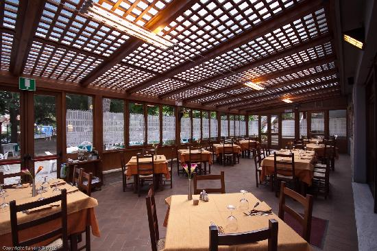 هوتل تري ستيل: sala ristorante dove gustare i piatti tipici