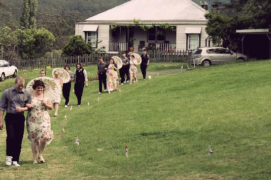 Minimbah Farm Cottages: In front of the homestead