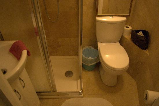 Beaconsfield Hotel : Salle de bain