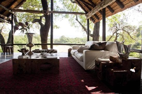 Kuname Lodge: A lounge with a view