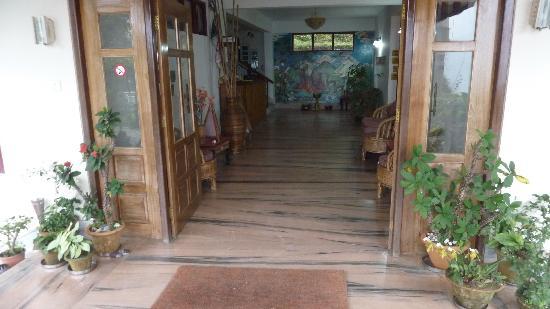 Bamboo Grove Retreat: entrance