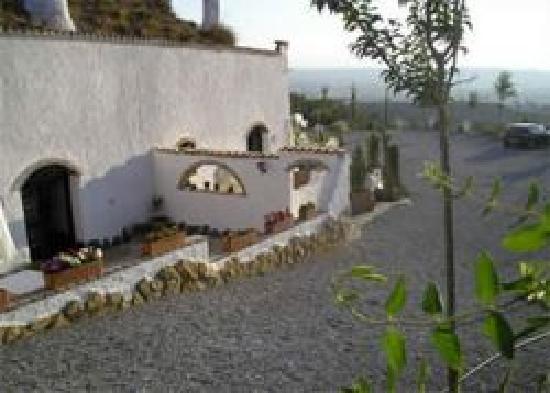 Cuevas de Rolando: Vista de exteriores.