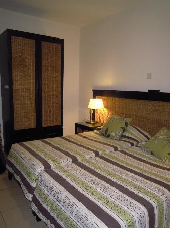 Rocca Nettuno suites : camera da letto