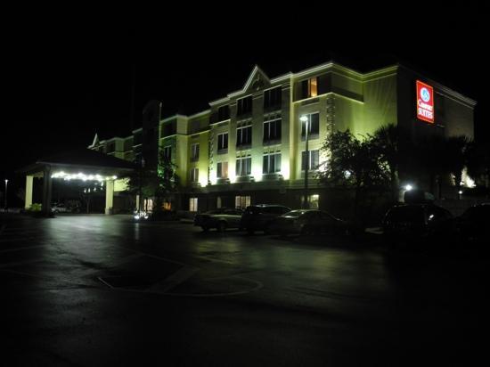 Comfort Suites : Night view