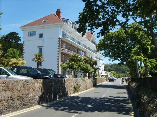 St. Brelade's Bay Beach: Local hotel