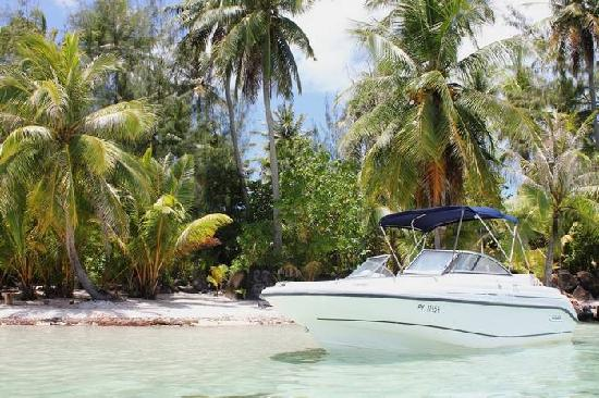 Keawai Excursions: The boat on the Motu