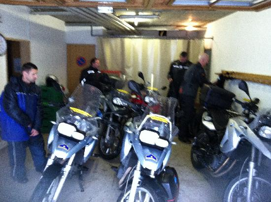Hotel Sonne: Garage for our Bikes