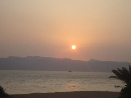 Grand Swiss-Belresort Tala Bay Aqaba: Sunset from Radisson Beach