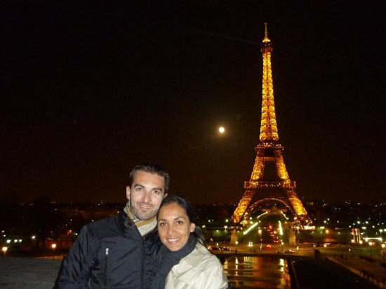 Torre Eiffel De Noche: Fotografía De Torre Eiffel, París