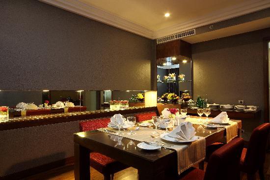 Crowne Plaza Riyadh Minhal: Crowne Suite Dinning Room