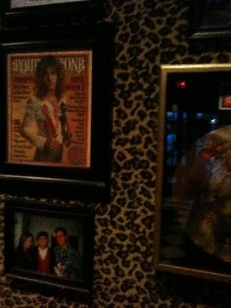 TWO FROGS GRILL: Signed pics and cymbal