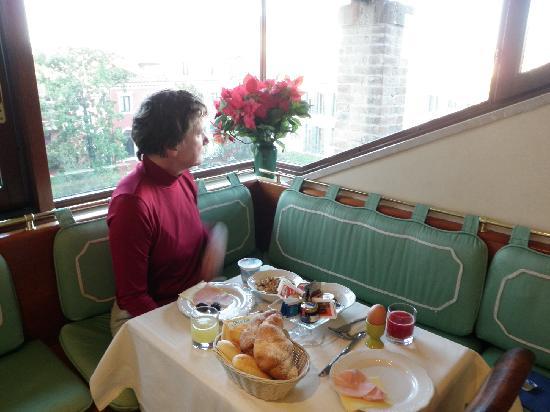 Hotel ai due Fanali : breakfast