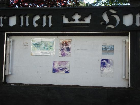 Kronenhotel Seefeld: Grotty information board outside, minus glass