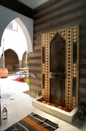 Dar Kamar Zamane: L'entrée principale