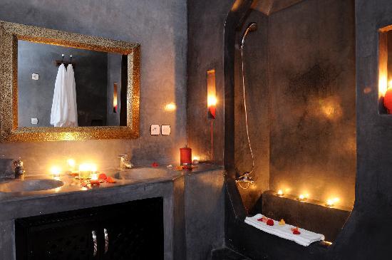 Dar Kamar Zamane: Salle de bain